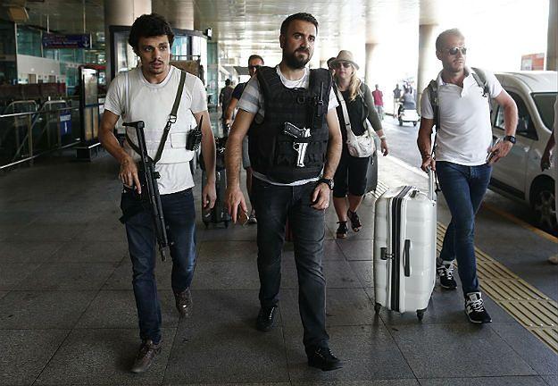 Policjanci na lotnisku Ataturka