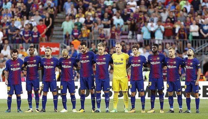 43aceaf03 PAP/EPA / ANDREU DALMAU / Na zdjęciu: Piłkarze Barcelony przed pierwszym  gwizdkiem arbitra