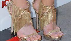 Christa Campbell: lubi eksponować brzydkie stopy