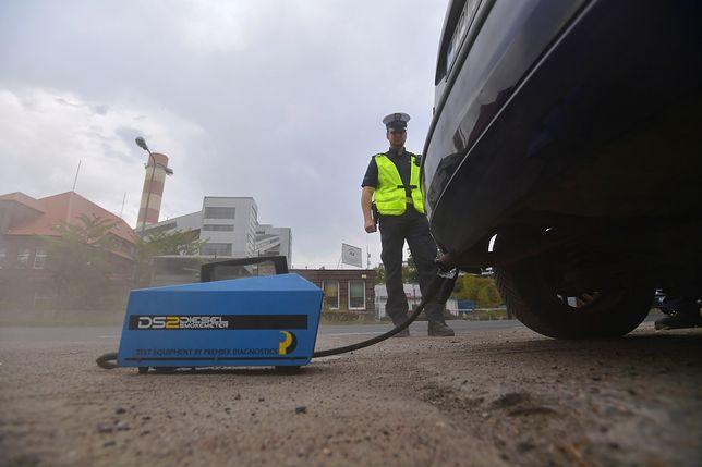 """Policja prowadzi akcję """"Smog"""" i sprawdza stan techniczny pojazdów"""