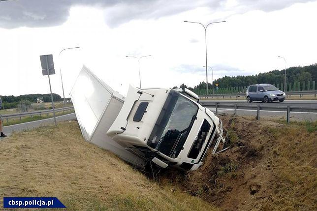 Kierowca ciężarówki był nietrzeźwy.