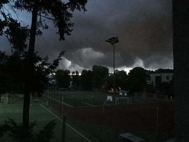 Warszawa. Poranna burza nad stolicą. Ostrzeżenia IMGW