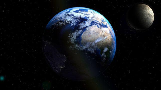 Ziemia i Księżyc