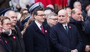 Na pierwszym planie: Mateusz Morawiecki i Szymon Szynkowski vel Sęk