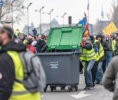 """Protesty we Francji. """"Żółte kamizelki"""" starły się z policją"""