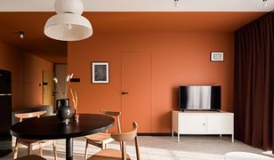 Czerwone jak cegła… Nowoczesne mieszkanie w dawnej fabryce