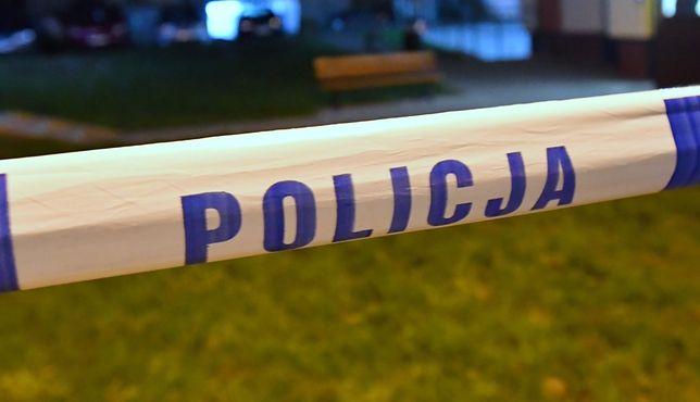 Przechodnie w Piasecznie znaleźli ciało kobiety. Policja rozpoczęła śledztwo