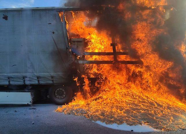 S3. Pożar ciężarówki z materiałami łatwopalnymi