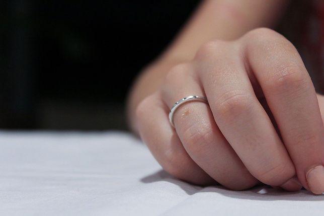 """Przechodni pierścionek zaręczynowy to obciach? """"Jakbym dostała w twarz"""""""