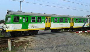 Zielonka. Atak nożownika w pociągu. Ranny mundurowy