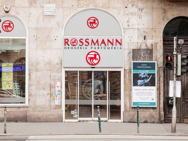 Promocja w drogeriach Rossmann rozpoczęła się 9 października i potrwa do 19 października. Tym razem w mocno obniżonych cenach można kupić produkty do makijażu.