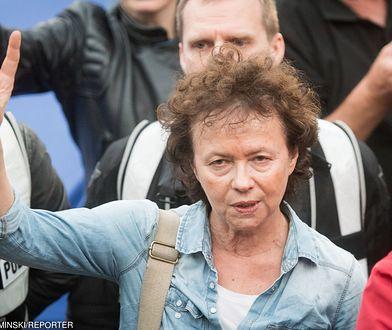 Joanna Szczepkowska na proteście w obronie wolnego sądownictwa