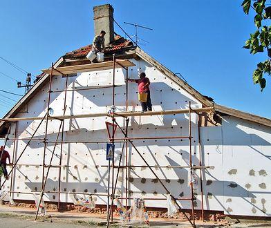 Wdmuchiwana celuloza nowym popularnym materiałem do ocieplania budynków