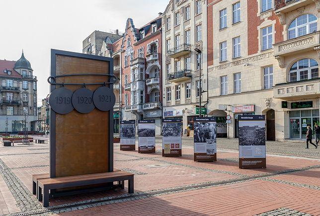 Śląskie. Instalacja artystyczna na Rynku w Bytomiu z datami powstań przypomina o trzech śląskich powstaniach w latach 1919-1921
