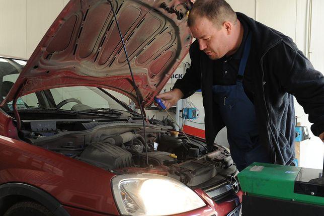 Zgodnie z ustawą także mechanik mógłby zostać ukarany za przekręcanie licznika