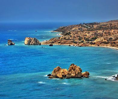 Petra tu Romiu to jedno z najbardziej znanych miejsc na Cyprze