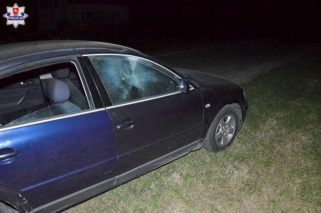 Pasażer volkswagena z urazem dłoni został przewieziony do szpitala