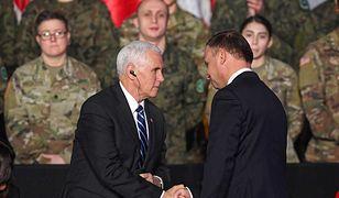 Wiceprezydent Mike Pence i prezydent Andrzej Duda podczas spotkania z żołnierzami w Warszawie