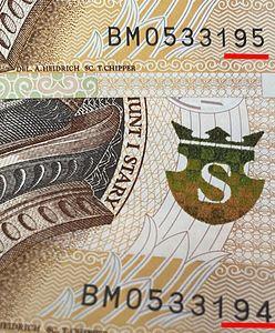 Bankomaty wydają same nowe banknoty. Jedna seria, kolejne numery. NBP pierwszy raz wyjaśnia, co się dzieje