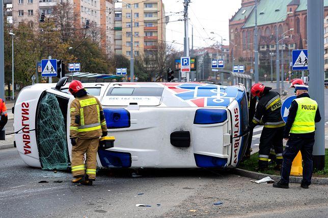 Szczecin. Wypadek karetki pogotowia ratunkowego