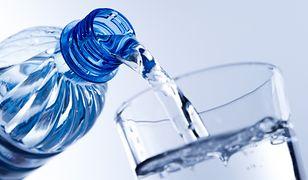 Naturalną wodę mineralną łatwo pomylić z wodą źródlaną.