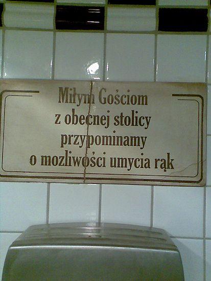 Napis w toalecie w jednej z krakowskich restauracji