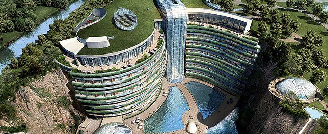 Chiny. Luksusowy hotel w kamieniołomie