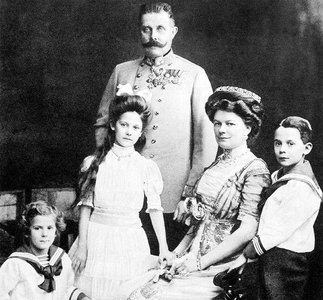 Arcyksiążę Franciszek Ferdynand z żoną Zofią i dziećmi