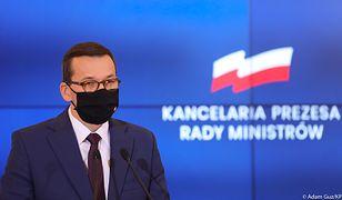 Premier Mateusz Morawiecki podczas konferencji prasowej w KPRM