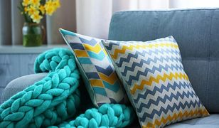 Poduszki dekoracyjne można układać na różne sposoby