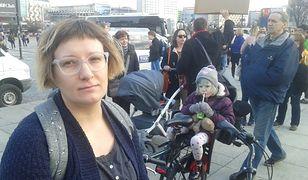 Olga ma 36 lat, mieszka w Warszawie. Z córką chodzi na manifestacje w obronie praw kobiet.