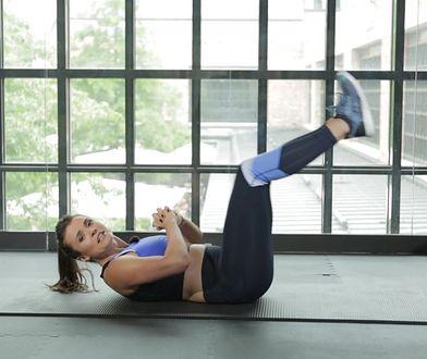 Zapomnij o fałdce na brzuchu. 6 prostych ćwiczeń