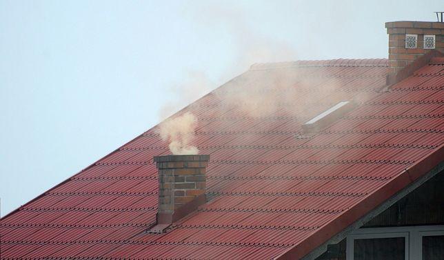 Śląskie. Stężenia pyłu zawieszonego w powietrzu w woj. śląskim znacznie przekroczyły dobowe normy.