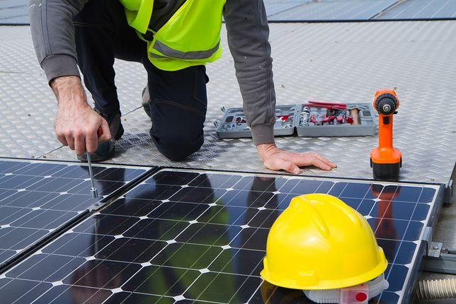 Panele fotowoltaiczne – czy warto inwestować w domową elektrownię?