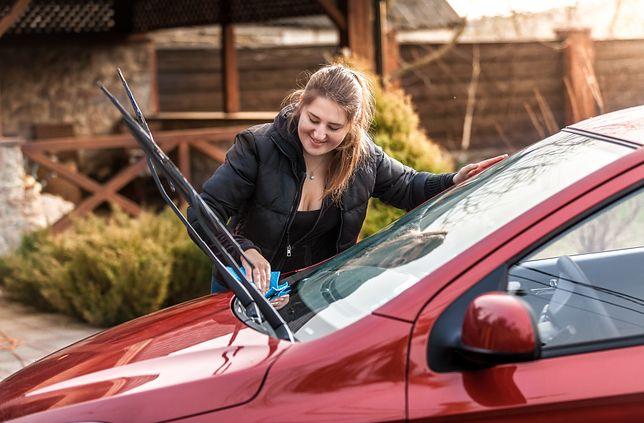 Jak zapobiegać parowaniu szyb w samochodzie?