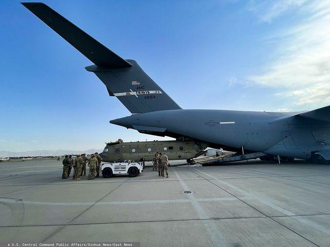 USA. Dramat na pokładzie samolotu. 9-miesięczna Afganka nie żyje