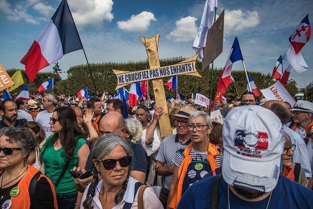 Protesty we Francji przeciwko paszportom sanitarnym