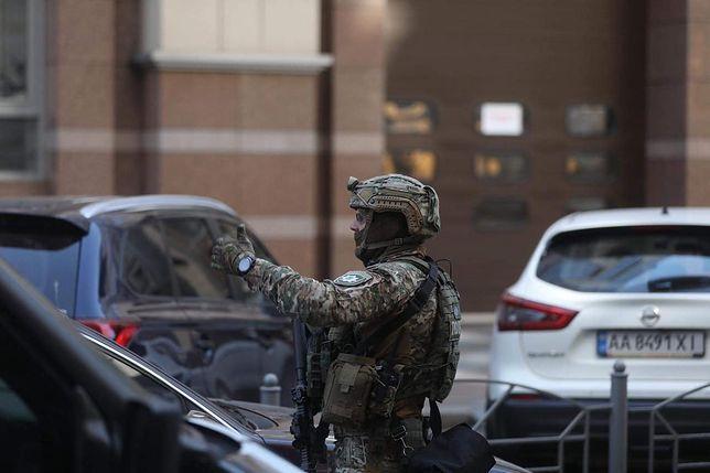 Ukraina. Budynek ewakuowano. W okolicy siedziby rządu wstrzymano ruch samochodowy. Trwała operacja specjalna