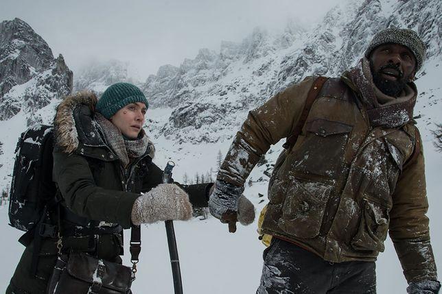 """A gdyby twoje życie zależało od kogoś obcego? """"Pomiędzy nami góry"""" już w kinach"""