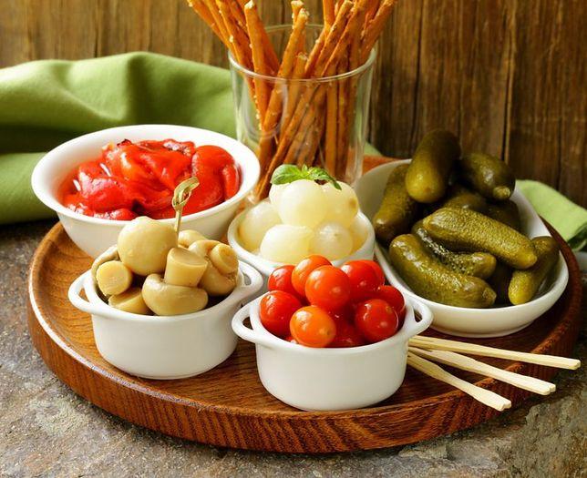 Przekąski słone lub słodkie nie są najzdrowszymi produktami, dlatego warto je czasem zastąpić owocami, warzywami lub płatkami zbożowymi. Przepisy na przekąski