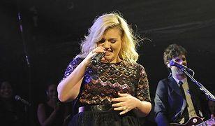 Kelly Clarkson tyje i chudnie na potęgę!