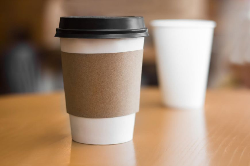 123rf.com Picie kawy tuż po przebudzeniu jest częstym porannym błędem