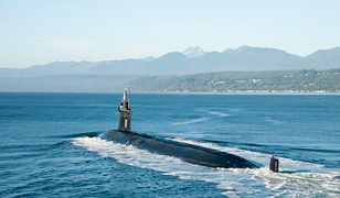 """Amerykański okręt podwodnego USS """"Jimmy Carter"""" wpływający do bazy Kitsap-Bangor 11 września 2017 r."""