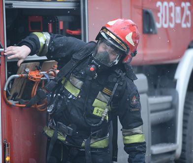 Pożar w Stopnicy. Nad miastem unosi się wielki słup dymu