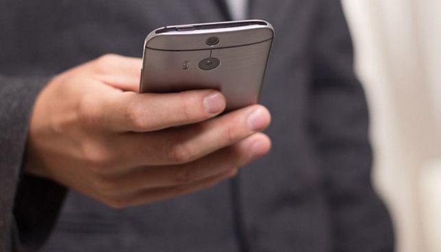 Chcesz mieć telefon za darmo? To możliwe, ale będziesz oglądać jeszcze więcej reklam