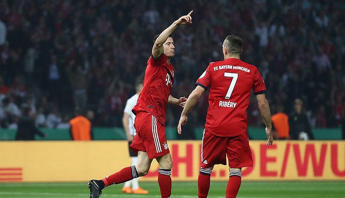 5303289d2 Getty Images / Alex Grimm / Na zdjęciu: Robert Lewandowski (po lewej) i  Franck Ribery (po prawej)