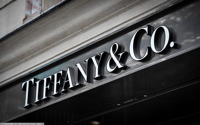 Tiffany&Co to jedna z najbardziej popularnych marek biżuterii. Właśnie zyskała nowego właściciela