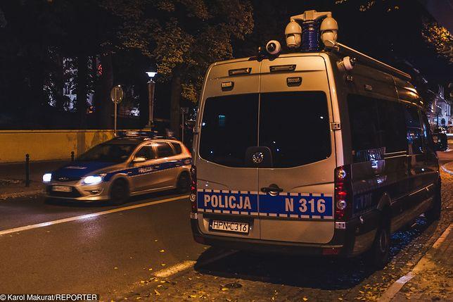 Warszawa: Policja zatrzymała 27-letniego Daniela W. podejrzanego o kradzież samochodów.