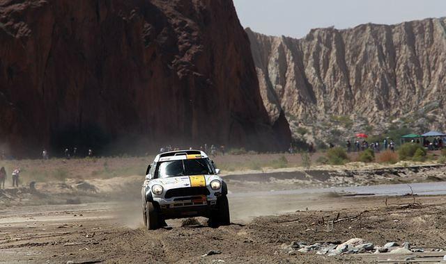 Kaczmarski pnie się w górę klasyfikacji Dakaru