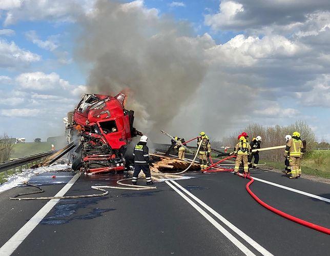 Rzeck. Dogaszanie płonącej ciężarówki